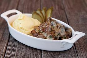 Бефстроганов с картофельным пюре - Фото