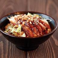 Жареный рис с копчёным угрём и орехом Фото