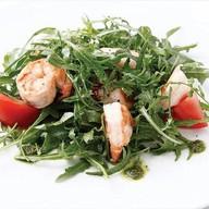 Салат с креветками и рукколой Фото