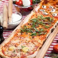 Метровая пицца Фото