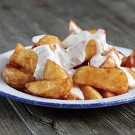 Картофельные дольки с сырным соусом Фото