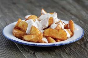 Картофельные дольки с сырным соусом - Фото
