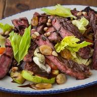 Мясной салат с овощами-гриль Фото