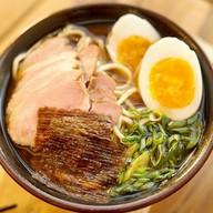 Японский суп рамен со свининой Фото