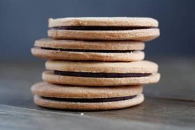 Печенье песочное с шоколадом - Фото