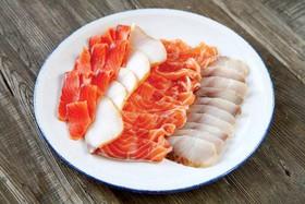 Тарелка рыбных деликатесов - Фото