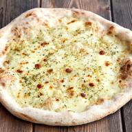 Фокачча с моцареллой и сыром пармезан Фото
