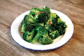 Жареная брокколи с чесноком - Фото