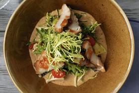Салат с копчёными сомом - Фото