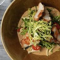 Салат с копчёными сомом Фото