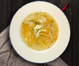 Домашний суп с курицей и лапшой - Фото