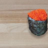 Суши с икрой летучей рыбы Фото