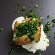 Запечённый картофель со сметаной,зеленью Фото