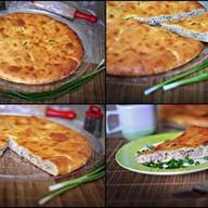 Мясной пирог с сыром и зеленым луком Фото