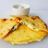 Кесадья сырная с зелёным луком Фото