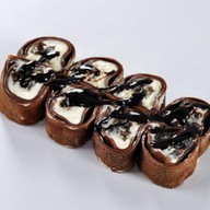 Шоколадный ролл ореховый Фото