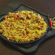 Рис с курицей и креветками Фото