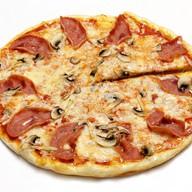 Пицца ветчина и сыр Фото