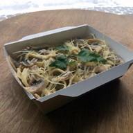 Паста с грибами в сливочном соусе Фото