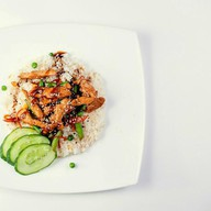 Рис с цыпленком и ананасами в соусе Фото