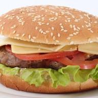 Гамбургер с бифштексом гриль Фото