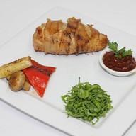 Филе цыпленка жаренное в беконе Фото