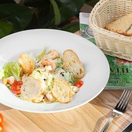 Цезарь с тигровыми креветками салат Фото
