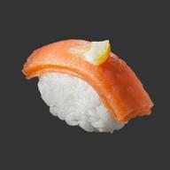 Суши копченый лосось Фото