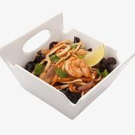Удон с морепродуктами в устричном соусе Фото