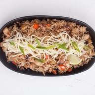 Жареный рис с морепродуктами Фото