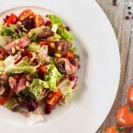 Салат с вяленой говядиной и овощами Фото
