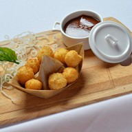 Сырные шарики с соусом BBQ Фото