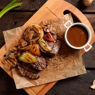 Медальоны из филе говядины с овощами Фото