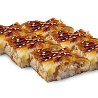 Суши-пицца с курицей Фото