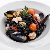 Спагетти нери с морепродуктами Фото