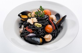 Спагетти нери с морепродуктами - Фото