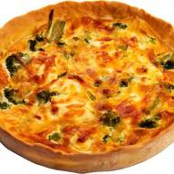 Киш Лорен с брокколи и творожным сыром Фото