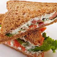 Сэндвич с семгой и сыром Фото