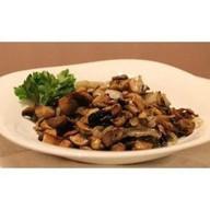 Белые грибы, жареные с луком и сметаной Фото