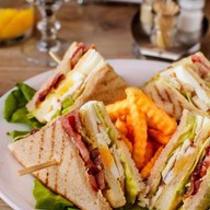 Клаб сендвич из курицы Фото