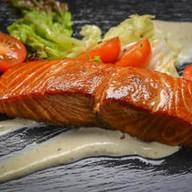 Филе копченого лосося в сливочном соусе Фото