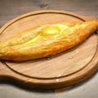 Лепешка с копченым сулугуни и яйцом Фото