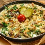 Фрикасе с курицей, картофелем и грибами Фото