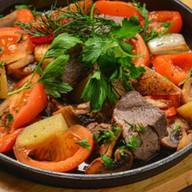 Баранина с овощами тушеная в вине Фото