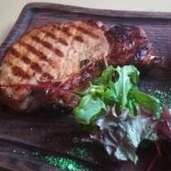 Стейк из свиной корейки с соусом барбекю Фото