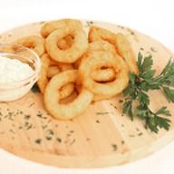 Луковые кольца в кляре с соусом Фото