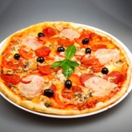 """Пицца """"С ветчиной и пепперони"""" Фото"""
