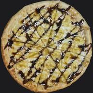 Пицца с бананом и карамелью Фото