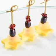 Канапе с сыром и фруктами Фото