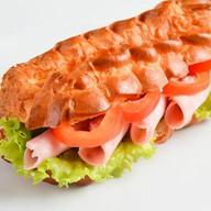 Эклер-сэндвич с ветчиной Фото